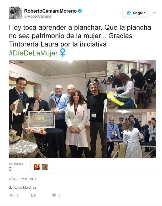 Tweet Roberto Camara planchando en Tintoreria Laura