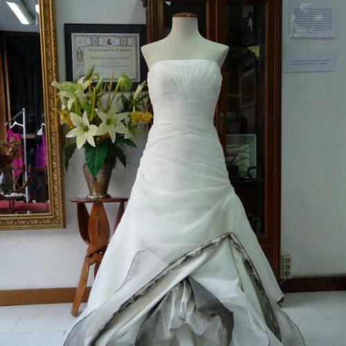 Limpieza de vestido de novia ANTES